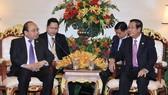 政府總理阮春福與柬埔寨總理洪森會面。(圖源:統一)