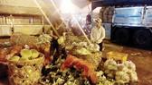 集散市場商販粗加工農產品,既造成環境污染又增加開支。