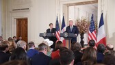 4月24日,在美國華盛頓白宮,美國總統特朗普(右)與到訪的法國總統馬克龍出席聯合記者會。(圖源:新華網)