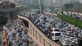 印度首都新德里和衛星城古爾岡之間的高速公路堵車景象。(圖源:互聯網)