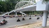 圖為待驗收的黃明鑒街步行橋,計劃將在下週投入使用。