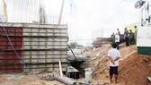 在平陽省苡安市新萬交通樞紐施工工地發生的勞動事故現場。