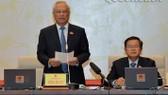 國會副主席汪周琉(左)在會議上發言。