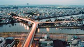 """連接第五與第八郡的""""Y""""字橋橋面將從9米拓寬至12米,設有4條車道以及寬1.9米的2條人行道。"""