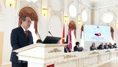 阮善仁書記在胡志明主席首次踏上俄羅斯95週年紀念儀式致詞。(圖源:市黨部新聞網)