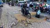 一些缺乏公德心的人在人行道上騎摩托車,加速人行道的損壞。