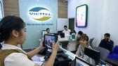 Viettel 對未補充資訊用戶單向停機。圖為Viettel用戶在辦理個人資訊補充手續。(示意圖源:互聯網)