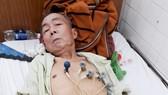 記者到醫院探望鄧鴻超時,他正在輸液和使用儀器監測心臟。