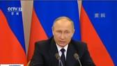 當地時間6月4日,俄羅斯總統普京簽署了針對美國等國家的反制裁法律文件。(圖源:CCTV視頻截圖)