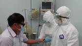 衛生部:警惕與及早發現病人感染埃博拉病毒。圖為新山一國際機場應急預防埃博拉疫情演習。(圖源:勞動者報)