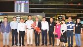 吳駿總領事(左五) 抵本市履新。