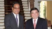 市人委會主席阮成鋒接見密克羅尼西亞聯邦國會議長衛斯理‧西米納。(圖源:越通社)