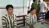 被扣押在派出所的2名嫌犯黎仲義(左)和范氏秋水。(圖源:廷草)