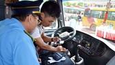 從今年7月1日起,沒安裝黑匣的卡車最高罰款 1000 萬元。(示意圖源:互聯網)