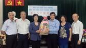 市各少數民族文學藝術協會向本報祝賀。