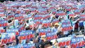 日本沖繩縣民眾25日舉行抗議集會,反對日本政府繼續推進美軍邊野古新基地的建設工程。(圖源:互聯網)