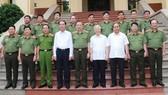 黨政領導與中央公安黨委常務處合影。(圖源:越通社)