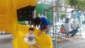 宜帶孩子多出戶外活動,以便接觸不同的環境和接觸其他的小夥伴。