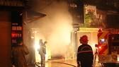 消防隊趕抵火警現場滅火。(圖源:PV)