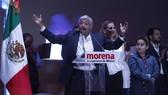 墨西哥左翼政黨候選人奧夫拉多爾(前)向支持者發表演講。(圖源:AFP)