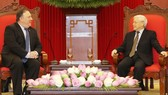 阮富仲總書記(右)接見美國務卿邁克‧蓬佩奧。(圖源:智勇)