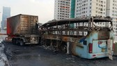 該起交通事故導致客車起火,一名孕婦死亡,司機和另一人受傷。(圖源:VNE)