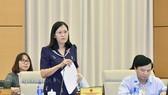 國會司法委員會主任黎氏娥在會議上闡述報告。(圖源:Quochoi.vn)