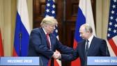 白宮發言人桑德斯當地時間19日表示,美國總統特朗普有意邀請俄羅斯總統普京今秋訪問華盛頓。圖為美國總統特朗普(左)7月16日在芬蘭首都赫爾辛基和俄羅斯總統普京出席聯合記者會時握手。(圖源:新華網)