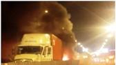 車禍現場客車起火導致兩人喪命。(圖源:互聯網)