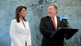 美國國務卿蓬佩奧(右)和駐聯合國大使黑莉在聯合國記者招待會上。(圖源:路透社)