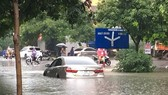 強降雨致河內市多條街道一片汪洋,交通受阻。(圖源:黎皇)