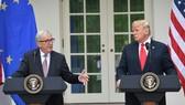 美國總統特朗普和歐盟委員會主席容克在白宮共同會見記者。(圖源:AFP)