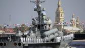 在聖彼得堡參加閱兵的軍艦。(圖源:AP)