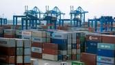 在桔萊港積存的進口貨。