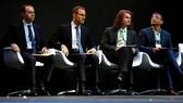 """4人獲頒""""數學界諾獎"""",最年輕者年僅 30(彼得‧朔爾策,右二)。(圖源:AFP)"""