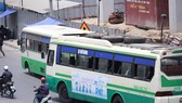 居民區中的巴士站髒且亂