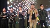 蔡榮(右二)將與各歌友攜手演出。