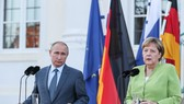 德總理默克爾(右)與俄總統普京出席記者會。(圖源:秋水)