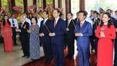 國家主席陳大光與各代表上香緬懷孫德勝主席。(圖源:顏創)