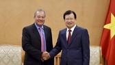 政府副總理鄭廷勇(右)接見美國AES電力集團高級副董事長兼總裁伯默達‧琛圖。(圖源:VGP)