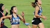 郭氏蘭與黎秀征在女子200米比賽。