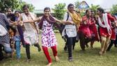 在印度農村一所由政府開辦的中學裡,一群女孩正在奔跑和做遊戲。世界衛生組織表示,鍛煉和運動可以幫助人體抵禦各種疾病。(圖源:聯合國)
