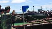 被查獲的兩艘非法開採和運輸沙駁船。(圖源:雙魚)