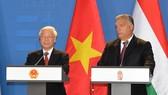阮富仲總書記與匈牙利總理 奧班‧維克多舉行新聞發佈會。(圖源:越通社)