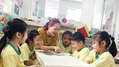 師生們在上故事課。