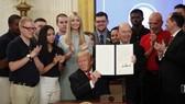 特朗普17日下午在總統全國勞工委員會成立的會議上透露會有關於對中國產品加徵關稅的重大宣佈。(圖源:AP)