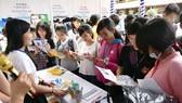 大學生參加職業輔導活動。