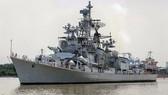 """印度海軍""""拉那""""號驅逐艦抵達本市西貢港。(圖源:成阮)"""