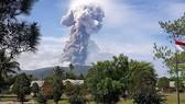 印尼蘇拉威西島火山爆發,灰燼噴至 4000 米高。(圖源:互聯網)