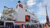 印度海岸警衛隊力量東面司令部在欽奈港為編號8001越南海警船的抵達訪問舉行隆重的歡迎儀式。(圖源:德幸)